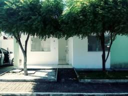 Título do anúncio: Ótima casa dois quartos em condomínio fechado