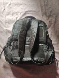 Vendo mochila de costas em couro legítimo