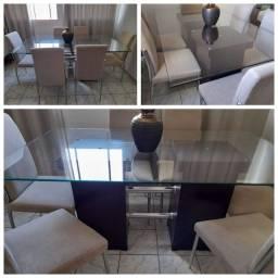 Mesa com 6 cadeiras em ótimo estado.