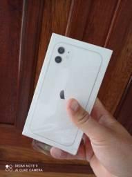 Vendo ou troco com volta iPhone 11 64gb lacrado com nota fiscal