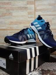 Tênis Adidas TR8