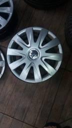 Jogo de calotas, rodas e pneus