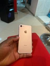 iPhone 7 normal 32GB. Conservado, porém botão home não funciona