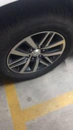 Roda com pneu Hillux