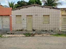 Vendo casa em via pública