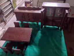 Conjunto de miniaturas de móveis em madeira maciça