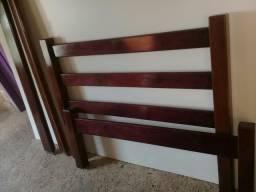 Vende-se uma cama de Madeira Roxinho Massisa . de