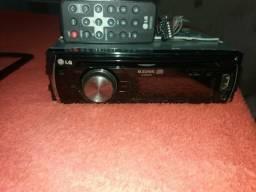 Rádio Lg possui controle bem pequenino e rabixo entrada USB e cd e Auxiliar mp3