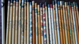 Coleção de lápis antigos.