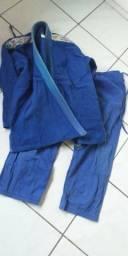Kimono para treinar jiu-jitsu e uma caneleira nova pouco uso