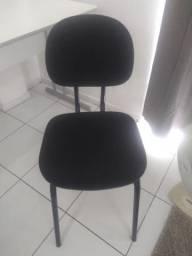 Cadeiras e mesas de escritório