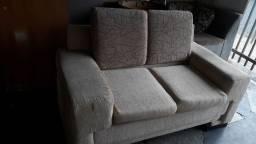 sofa de 2 lugares com acentos e encostos de almofadas removíveis *semi-Novo