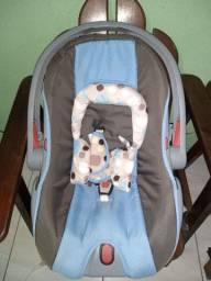 Carrinho com bebê conforto. Cosco azul
