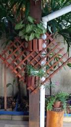 Painel com nichos de madeira