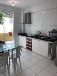 Casa em condomínio com 3 quartos/ quintal amplo
