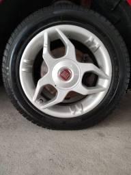 Jogo de rodas Fiat aro 15 com 4 pneus bons só troca