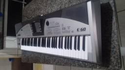 Vendo teclado Roland E60   unico dono
