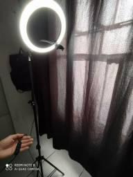 Ring light por 180 reais com tripé e opção de três cores