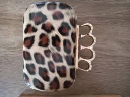 Bolsa clutch de mão sintético de onça com pedras usada