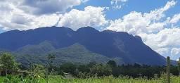 Chacara com frente para o Rio é vista para as montanhas