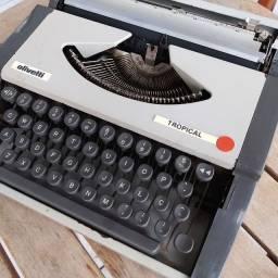 Material em ferro Maquina de datilografia antiga - antiguidade