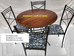 Conjunto de mesas com cadeiras a partir de 330,00