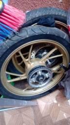 Somente as rodas pneus não vai