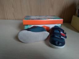 Dois pares de tênis para bebê menino - novos