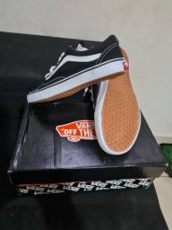 "Tenis Vans ""off The wall"""