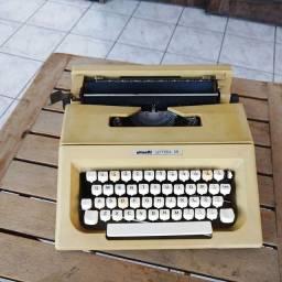Pronta para trabalhar Maquina de datilografia antiga - antiguidade