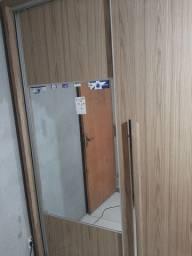 Guarda-roupa 3 portas/2 com espelho usado