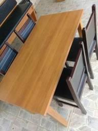 Mesa e cadeira laqueada