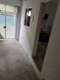 Quarto e banheiro bem arejado ., Valor 380,00 mês