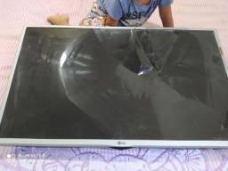 Tv para retirada de peças só a tela que quebrou
