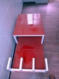 Mesa em metal e vidro jateado