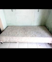Vendo sofá e cama de solteiro