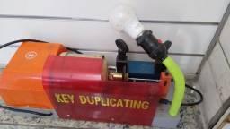 Título do anúncio: Máquina de fazer chaves