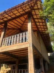 Colunas,vigas, guarda corpo, decks em madeira de dormentes