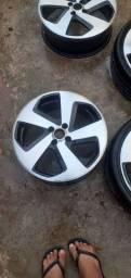 Título do anúncio: Rodas 17 4 furos 2 pneus novos e 2 não tem