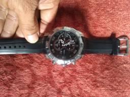 Eu tô vendendo esse relógio trechnos todo em aço