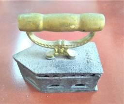 Ferro de Passar Roupas Antigo (2)