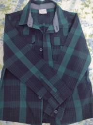 Blusa de tricô  e camisa xadrez infantil