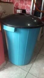 Vendo balde com tampa