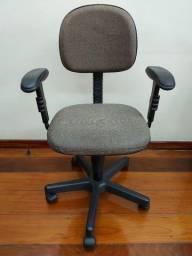 Cadeira de escritório giratória com braço