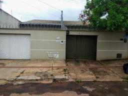 Casa com 2 Quartos e 2 banheiros à Venda, 72 m²