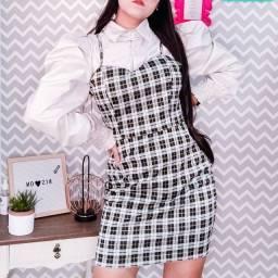 Vestido quadriculado retrô vintage e sobreposição xadrez