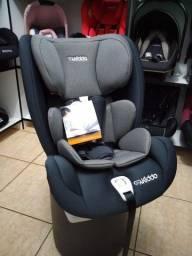 Cadeira cinza com base