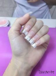 Alongamento de unhas em fibra e em gel
