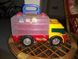 Caminhão de brinquedo guarda carrinhos