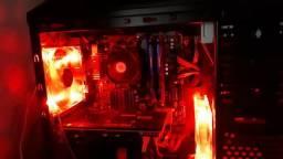 Pc gamer mt bom, com teclado mecanico e tela